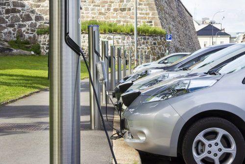 """В Норвегии электрокары """"победили"""" бензиновые авто: это произошло впервые в мире"""
