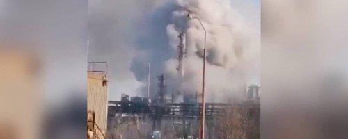 На заводі в Калуші стався масштабний викид хімікатів: дим видно за декілька кілометрів. Фото та відео