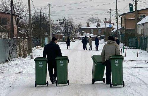 В Житомире у горожан появились собственные мусорные контейнеры. Фото