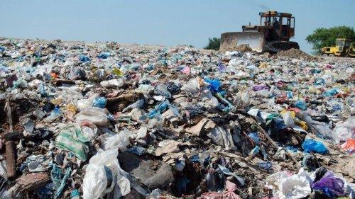 На Тернопольщине с помощью спутника обнаружили огромную свалку отходов. Фото