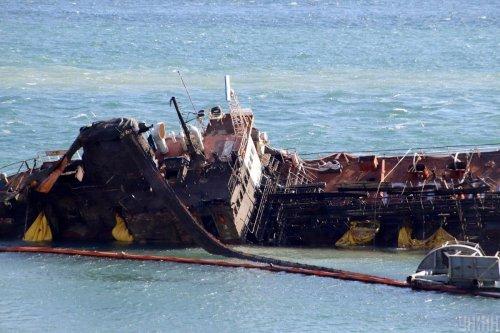 Після аварії танкера Delfi в Одесі водолази досі розчищають морське дно: відео