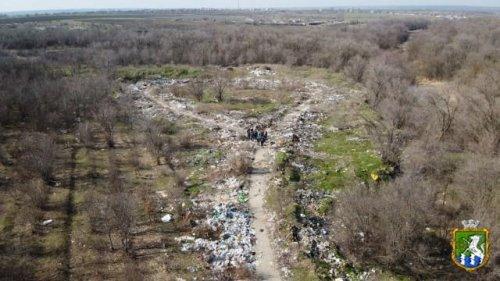 Незаконные свалки на Николаевщине показали с высоты птичьего полета. Фото