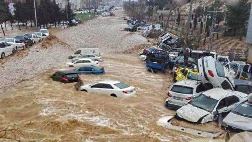 Саудовскую Аравию затопили мощные ливни. Видео
