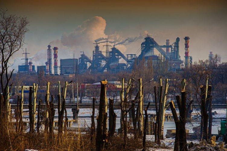 Названы главные источники загрязнения воздуха в Украине и Киеве. Инфографика