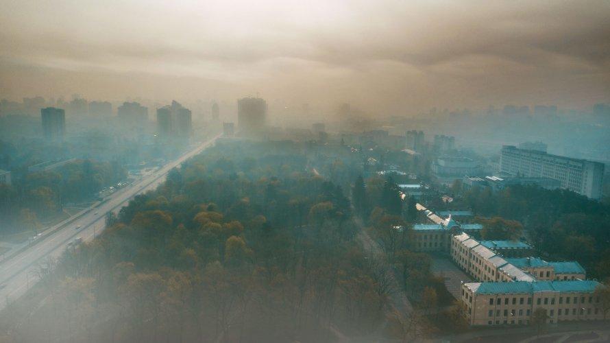 Київ накриє хмара чорного смогу: в чому причина високого забруднення повітря