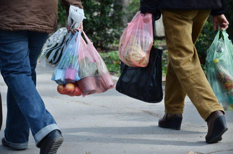Запрет пластиковых пакетов создаст нагрузку на торговые сети, – депутат