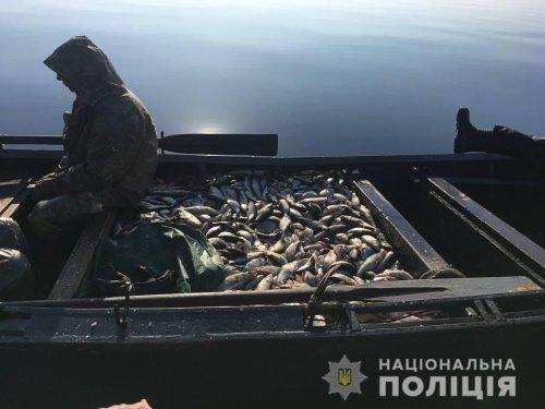 В Черкасской области задержали браконьеров-рыбаков. Фото и видео