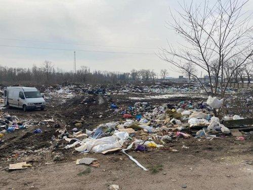 В Житомирской области благодаря спутнику обнаружили стихийную свалку. Фото