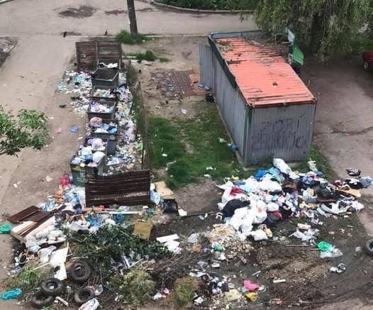 У Миколаєві люди поскаржились на стихійні звалища, які не прибирають місяцями