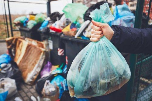 В Киеве после локдауна снова заработала станция сортировки мусора: график