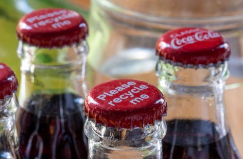 """""""Кока-Кола"""" собрала почти 10 тысяч тонн отходов упаковки в 2020 году"""