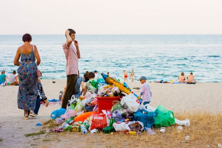 В Одессе началась масштабная уборка пляжей от мусора. Видео