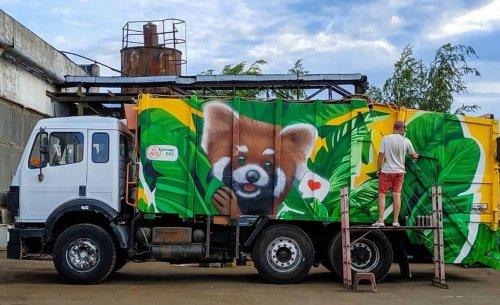 Київське сміття вивозитиме авто з намальованою пандою. Фото