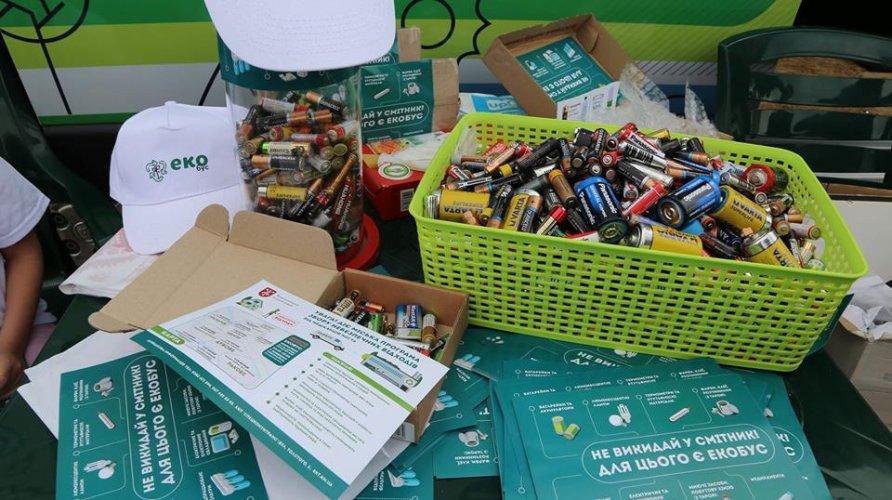 Де здати небезпечні відходи у Хмельницькому: графік стоянок екобуса в червні