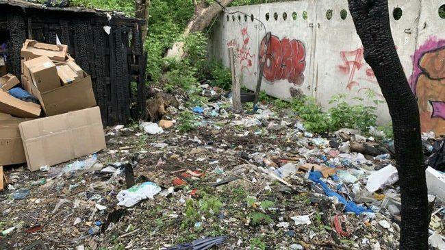 Вместо парка в центре Киева образовалась стихийная свалка
