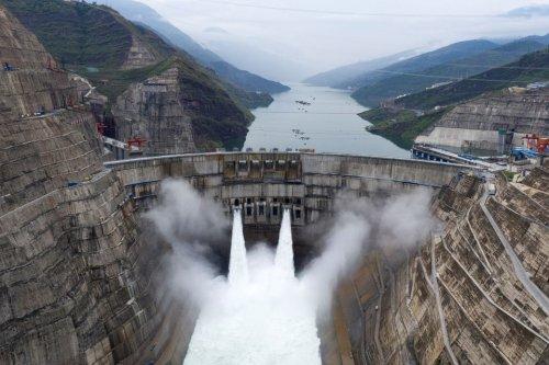 В Китае заработала вторая в мире по мощности ГЭС. Видео