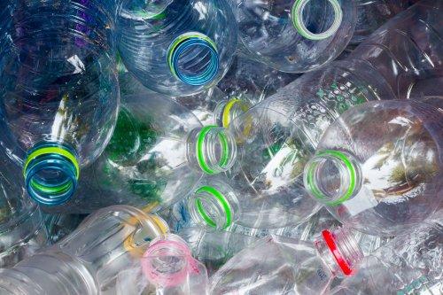 На Хмельнитчине в школах установят автоматы для сбора пластиковых бутылок