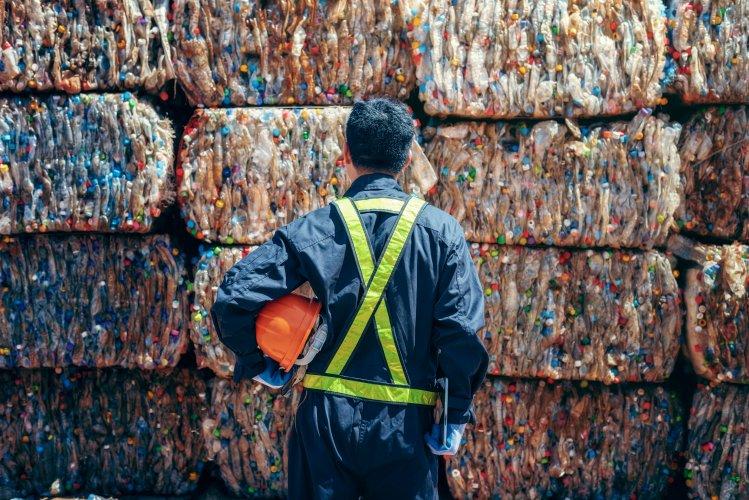Корейская компания хочет открыть в Украине завод по переработке пластика в дорожные отбойники