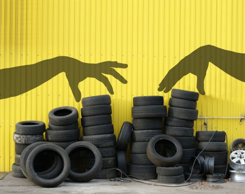 Украинцам объяснили, куда сдавать старые автошины. Видео