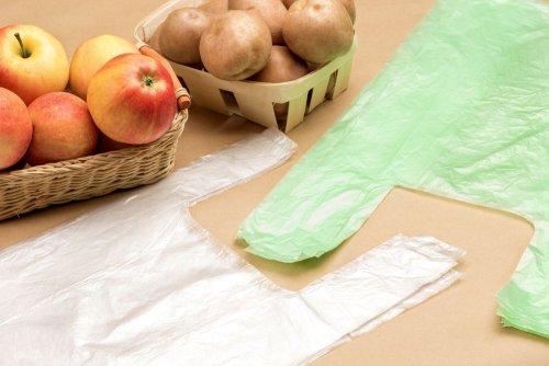 Популярна мережа супермаркетів ввела альтернативу пластикових пакетів. Фото