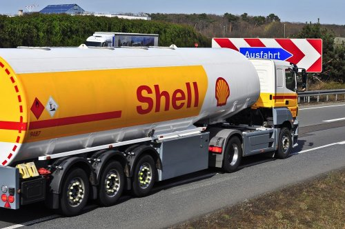 Нефтяного гиганта Shell обязали сократить выбросы CO2 на 45%