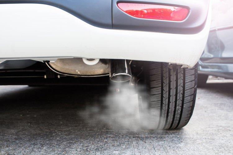 Голова ДЕІ розповів, скільки чадного газу й діоксиду азоту за рік виділяє одне авто