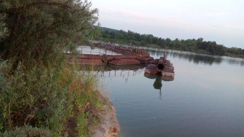 Екологи забили на сполох: у Києві по-варварськи знищують озеро. Фото