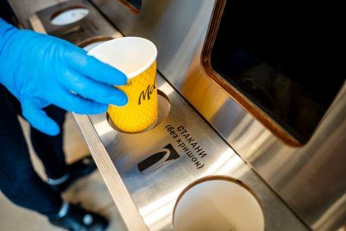 McDonald's будет давать новую жизнь использованным бумажным стаканам