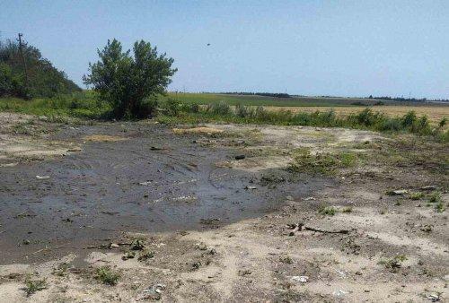 Под Мариуполем убрали стихийную свалку, на которую жаловались годами. Фото