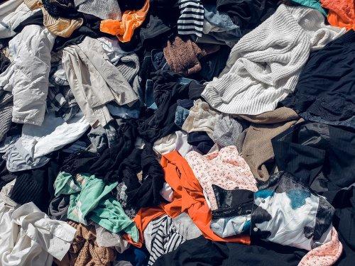 Во Львове за день собирают около 3 тонн подержанной одежды: что с ней делают дальше