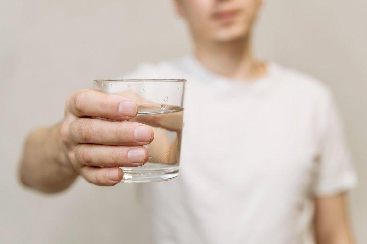 Яку воду краще пити та як перевірити її якість у домашніх умовах. Відео