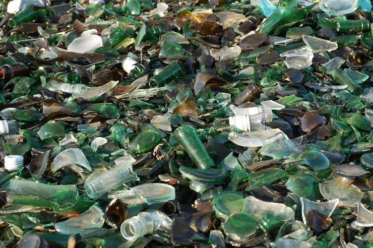 Українцям розповіли про утилізацію скла: де та як здати скляні відходи