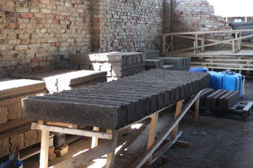 У ліцеї на Львівщині виробляють будматеріали з органічних відходів. Фото