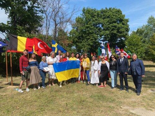 В ботаническом саду Киева высадили аллею Независимости с 30 деревьев. Фото