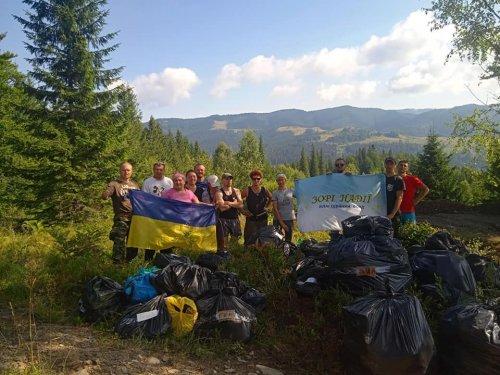 Украинцы убрали от мусора Черногорский хребет в Карпатах. Фото