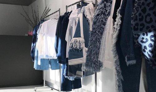 В Киеве открыли пункт приема старой джинсовой одежды