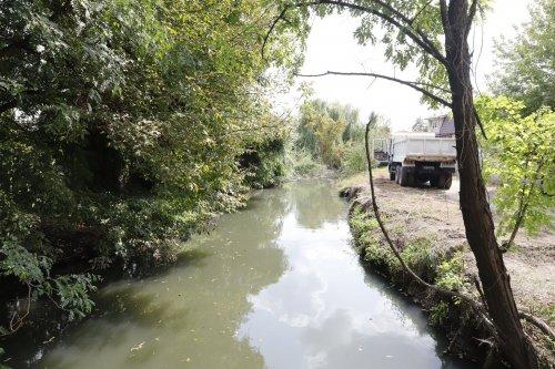 В Днепре впервые начали масштабную очистку реки Гнилокиш. Фото
