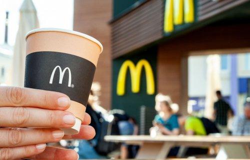 McDonald's показал, как перерабатывает свои чашки от кофе. Видео