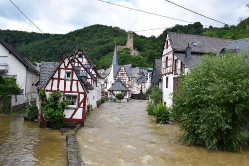 Климатолог объяснила, как парниковый эффект приводит к наводнениям в Европе