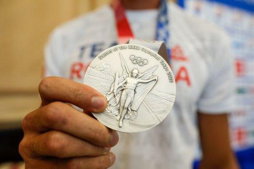 Медали для Олимпийских игр в Токио изготовили из вторсырья: как собирали ценные металлы