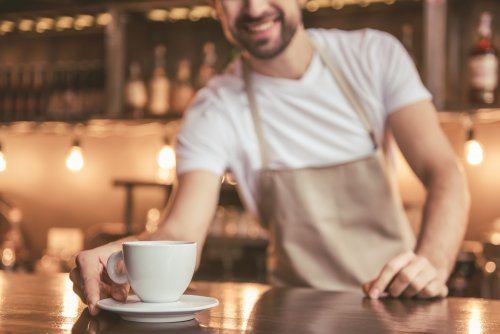 У Дніпрі кав'ярня пригощає кавою в обмін на пластикові пляшки