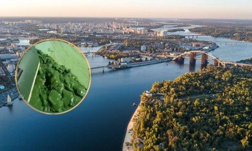 Мережу вжахнув колір річки Дніпро: показали відео