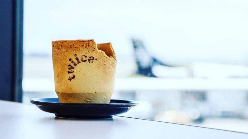 Авиакомпания Air New Zealand подает пассажирам кофе в съедобных чашках