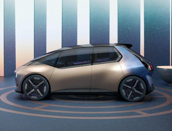 BMW показала перший електрокар із перероблених матеріалів. Фото