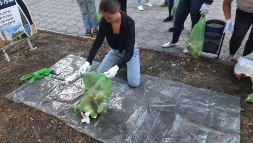 У Херсоні відвідувачам кав'ярень показали, як сортувати сміття. Відео
