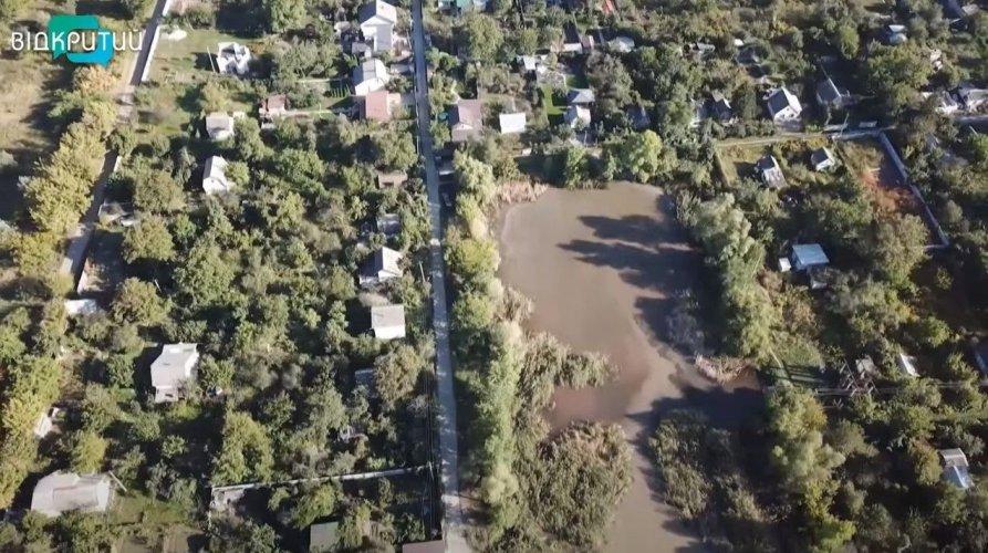 Экокатастрофа в Днепре: погибает озеро рядом с Новоклочковским кладбищем – видео
