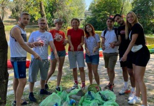 У Києві під час еко-толоки студенти виловили з Дніпра крадені речі