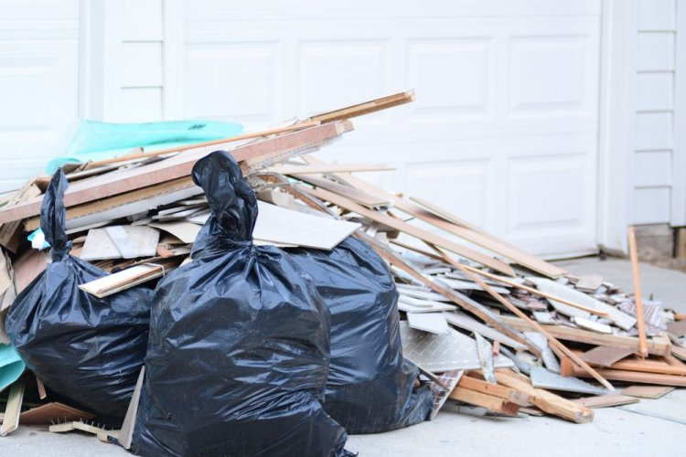В Харькове разыскали злоумышленника, который выгрузил гору мусора на берегу расчищенной реки