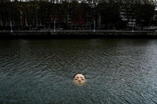 В Іспанії встановили незвичайну скульптуру, щоб нагадати людям про кліматичні зміни. Відео
