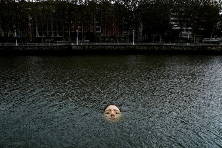 В Испании установили необычную скульптуру, чтобы напомнить людям о климатических изменениях. Видео